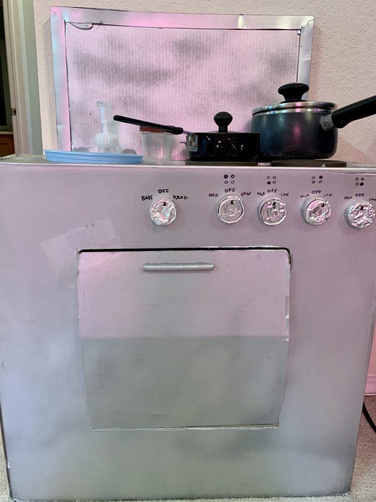 die-toddler-cardboard-stove